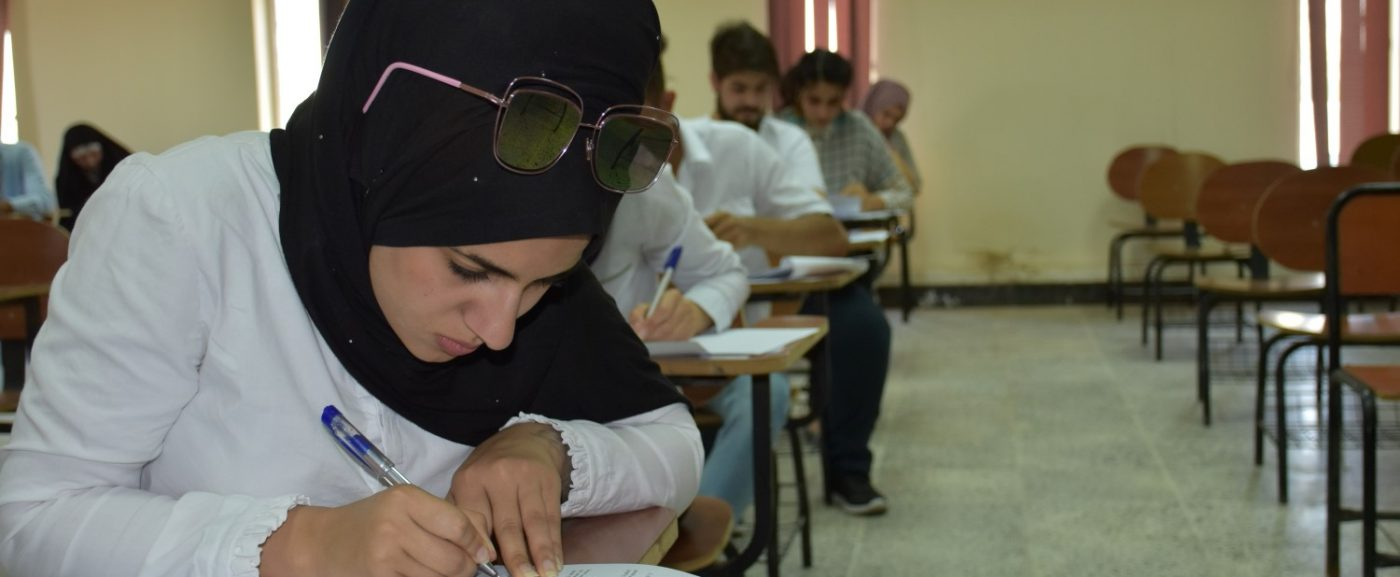 يوم امتحاني آخر: طلبة كلية هندسة المعلومات يؤدون امتحانهم بثقة عالية